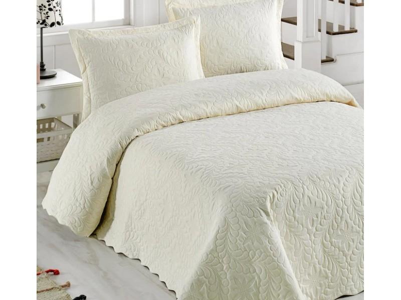 Покривка за легло с калъфки 250х260 см. КРЕМАВА